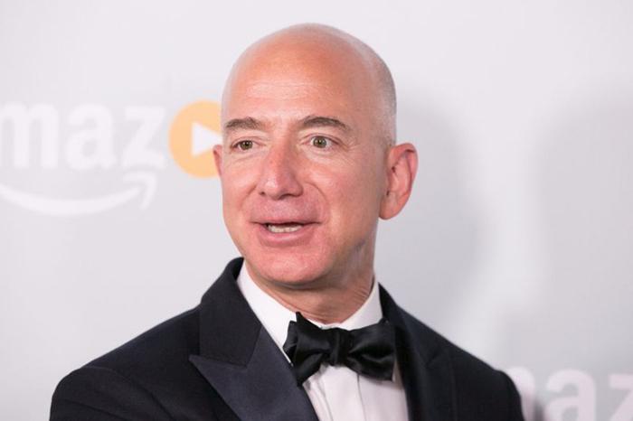 Jeff-Bezos700