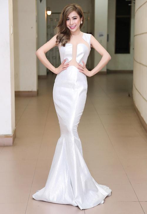 a-khoi-mai-dieu-linh-khoe-vong-3-sexy-sau-thoi-gian-o-an-img_7552-1464688237-width500height726