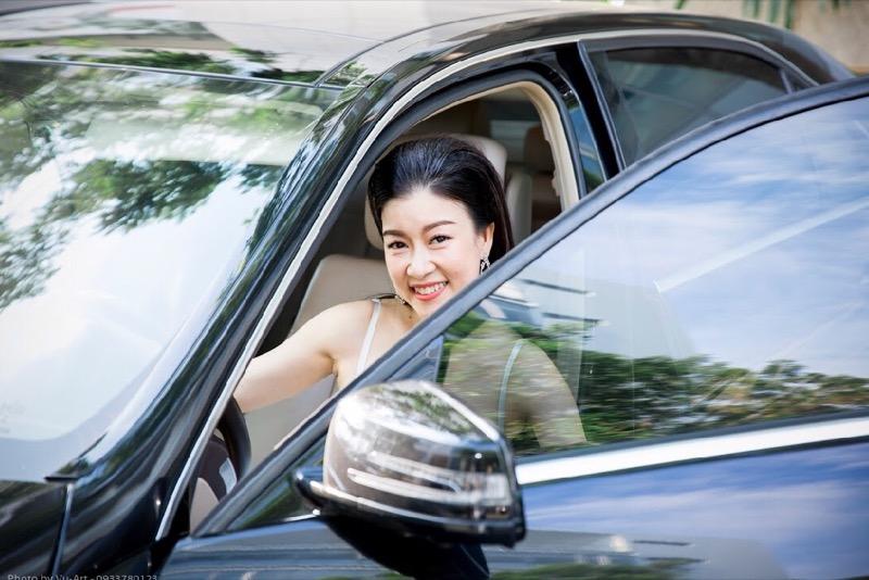 Á hậu Hòa Khánh ra mắt bộ sưu tập thời trang do chính mình thiết kế