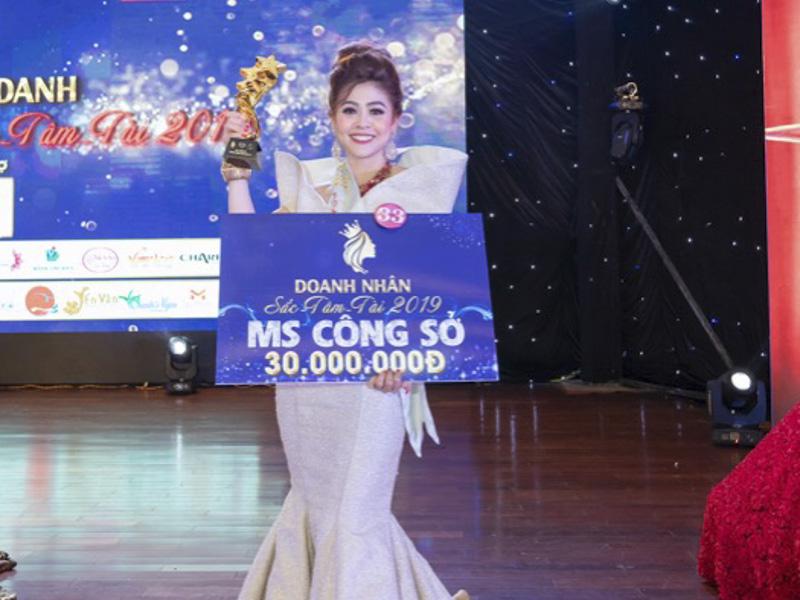 Quỳnh Như xuất sắc giành giải Hoa khôi Công Sở của Doanh nhân Sắc Tâm Tài 2019