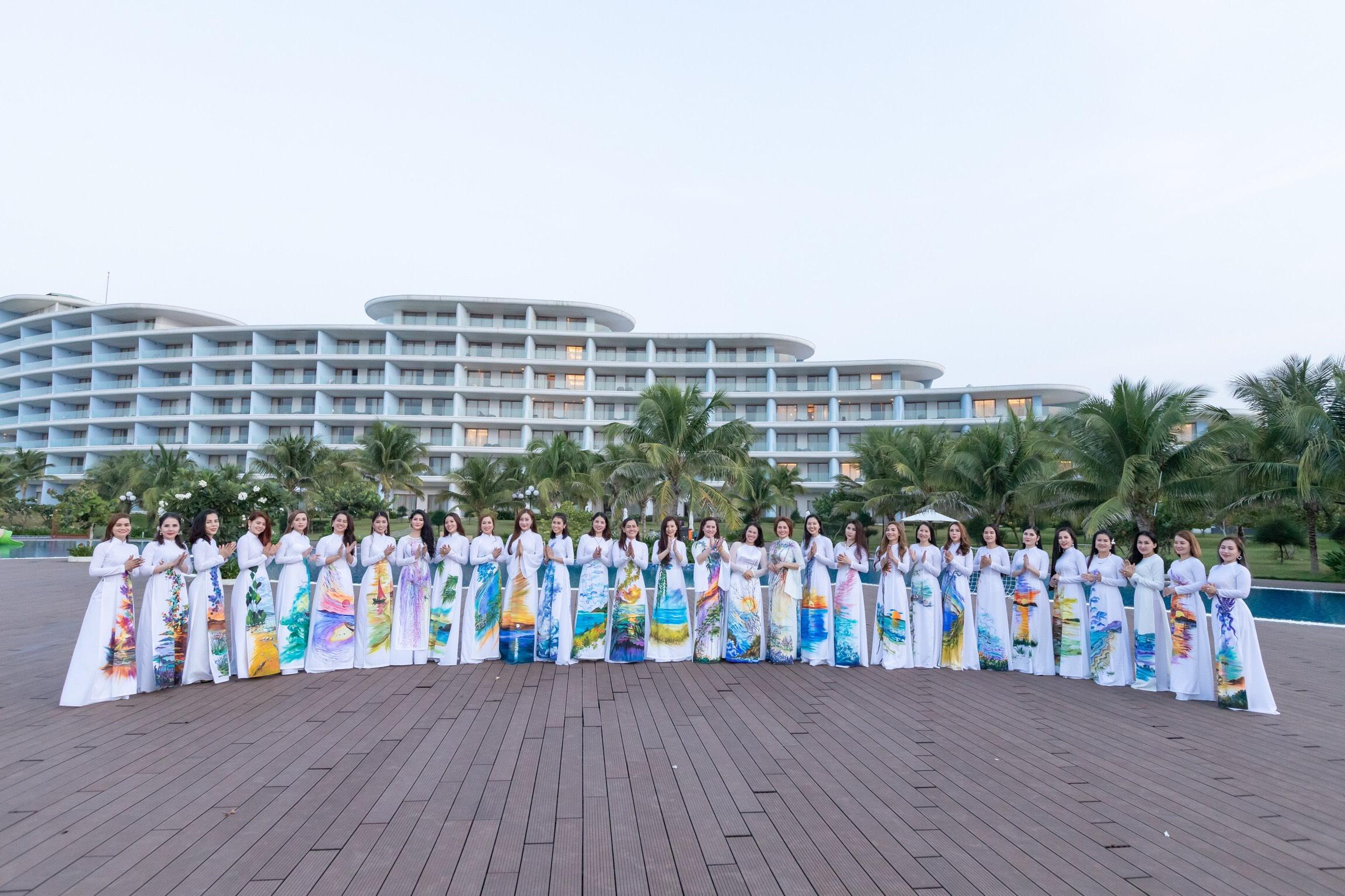 Những hình ảnh tuyệt đẹp của nữ doanh nhân trong BST áo dài Biển Gọi
