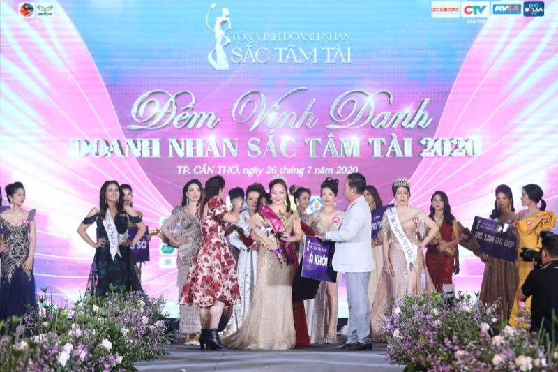 Hành trình đăng quang Á khôi của nữ doanh nhân Đoàn Thị Hiền