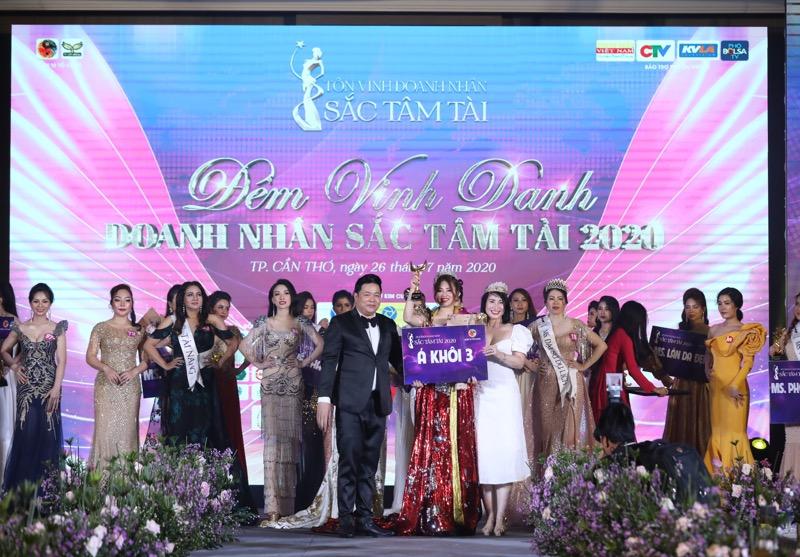 Nữ doanh nhân trẻ Nguyễn Khánh Hà được tôn vinh Á khôi Doanh nhân Sắc Tâm Tài 2020