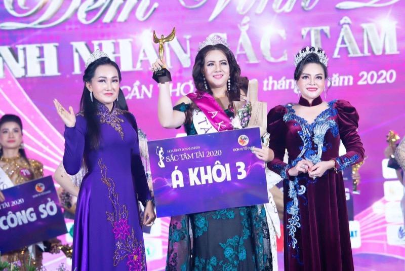 """Doanh nhân Hoàng Thị Tuyết Trinh và hành trình nhận """"cú đúp"""" giải thưởng tại Hoa khôi Doanh nhân Sắc Tâm Tài 2020"""
